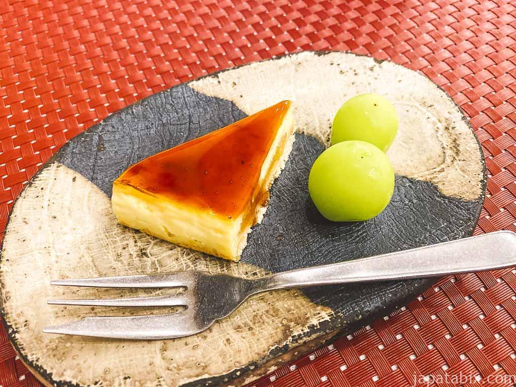 野沢グランドホテル 夕食 デザートの林檎シブーストケーキとシャインマスカット