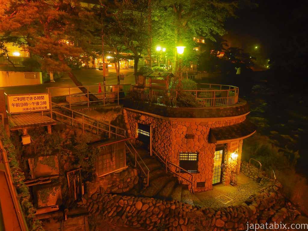 夜の四万温泉街 河原の湯