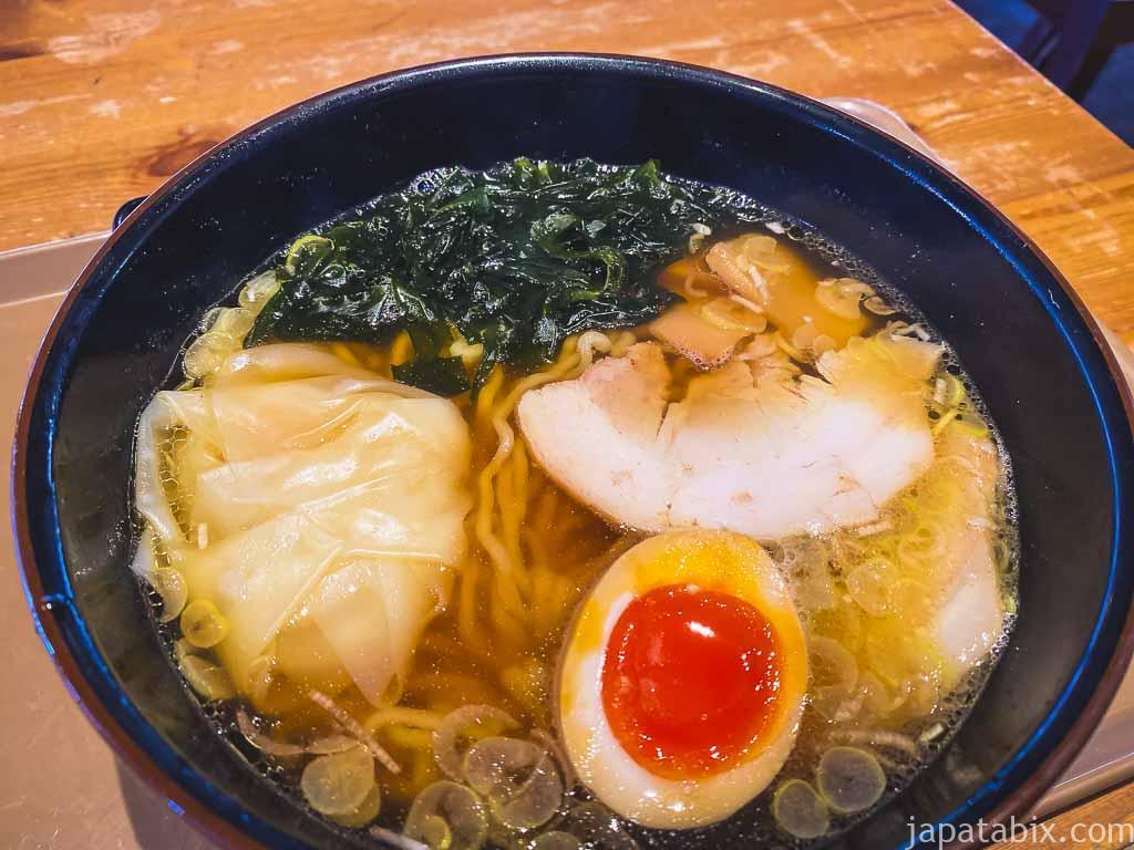 雲吞拉麺 加秀 醤油ワンタン麺