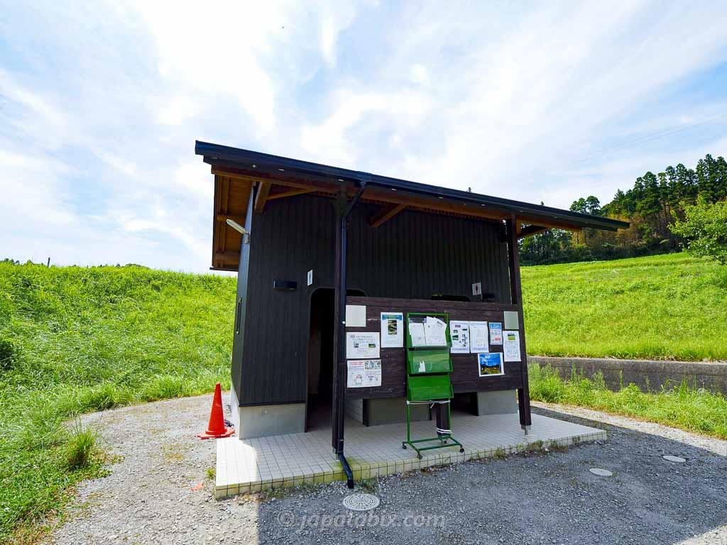 大山千枚田の公衆トイレ