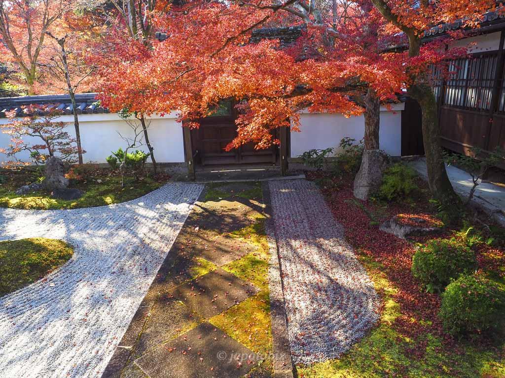 真如堂(真正極楽寺)涅槃の庭の紅葉