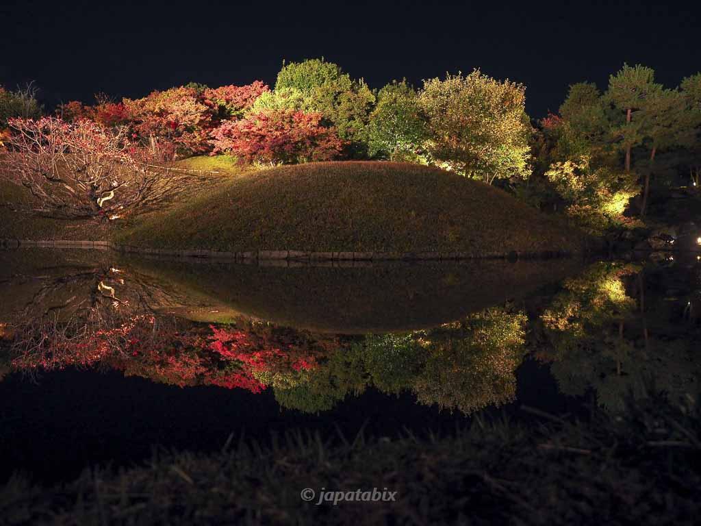 京都 梅小路公園の紅葉まつり 朱雀の庭のリフレクション