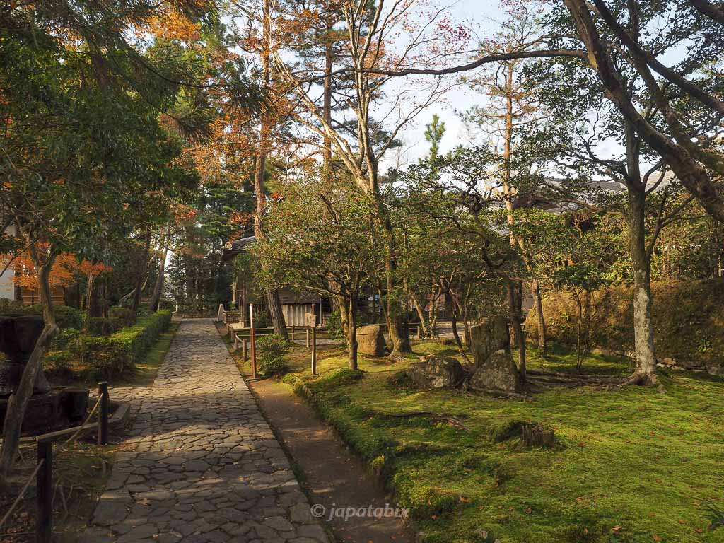 法然院の紅葉 参道