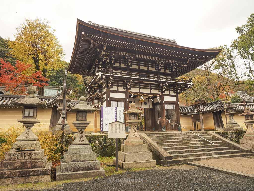 京都 松尾大社の楼門