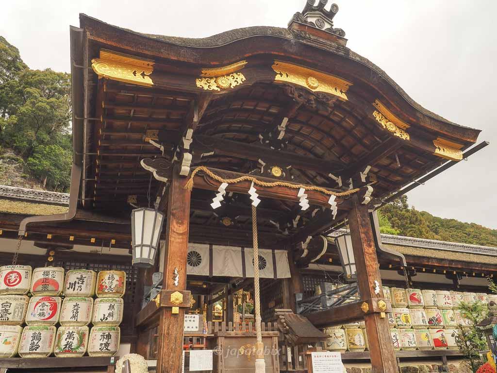 京都 松尾大社の中門・本殿